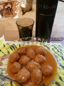 Crápula wine with meatballs
