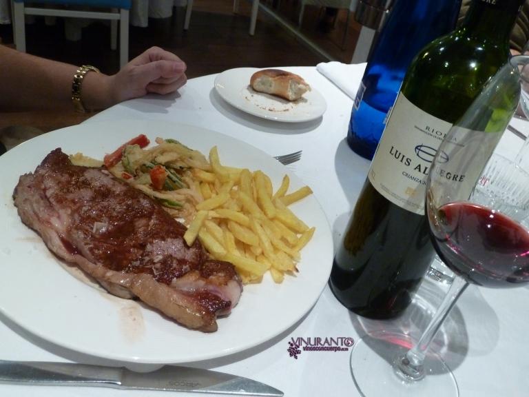 Steak and wine at La Reserva de Antonio.